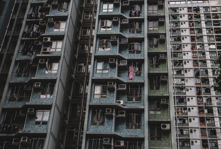 Abstrakte Aufnahme einer Hochhausanlage in Hong Kong